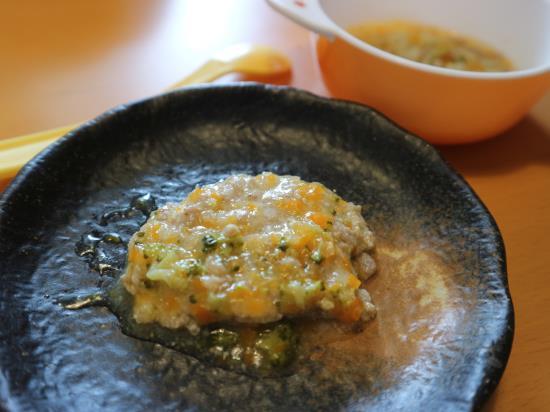野菜たっぷり煮込み豆腐ハンバーグ
